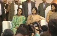 Only your wife stands by you in tough times: Akhilesh Yadav