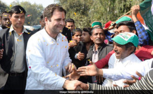 Rahul Gandhi stops to meet his well-wishers on his way to Amethi on first visit after becoming Congress President